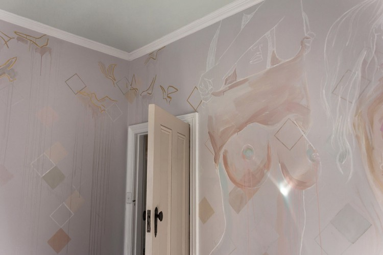 fashion-topless-bedroom-mural-camillejaval-01