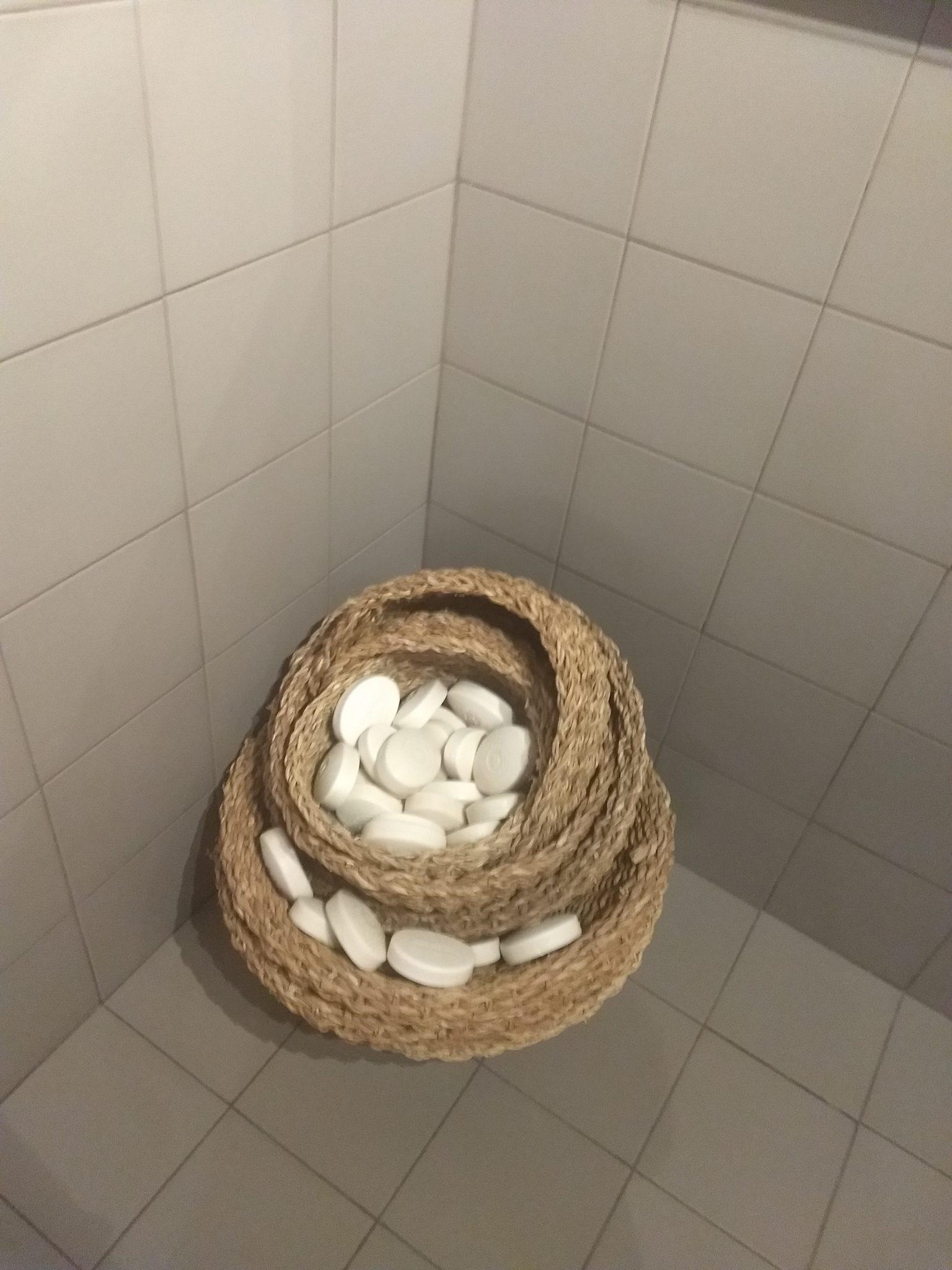 Ideia bonitinha para lavabo, um ninho de sabonetes? Achei fofo.