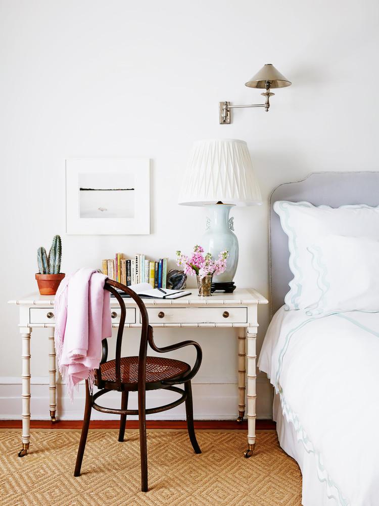 mesa-ao-lado-da-cama